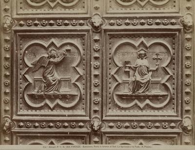 """De """"Hoop"""" en de """"Trouwheid"""" fragmenten van de bronzen deur"""
