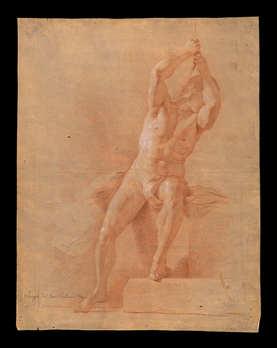 Desnudo masculino sentado sobre bloques rectangulares con paños y alzando los brazos