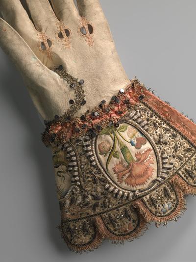 Image from object titled Bruidshandschoen