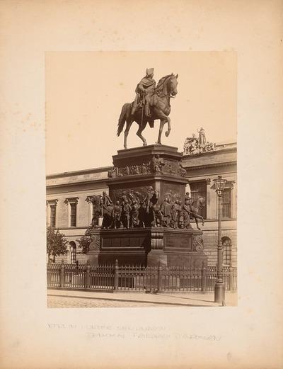 Unter den Linden mit Reiterstatue Friedrichs des II., Berlin