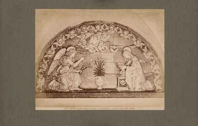 Spedale degli Innocenti, Florenz. Terrakotta-Lünette