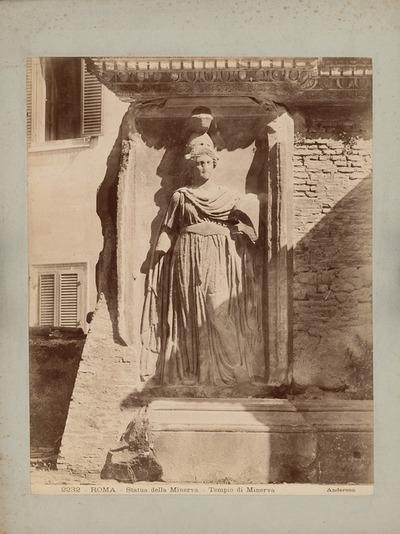 Statue der Minerva im Minervatempel in Rom