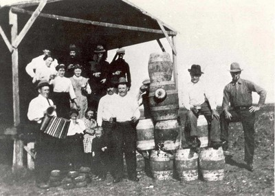 Image from object titled Vlaamse immigranten spelen volksspelen in Texas omstreeks 1900
