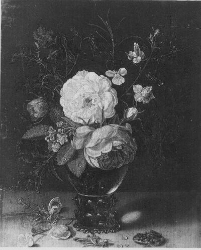 Bloemen in een vaasje met sprinkhaan en kikvors