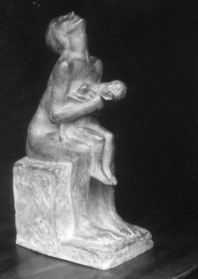Mère pleurant son enfant mort