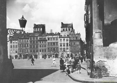 Image from object titled Rynek Starego Miasta w Warszawie. Strona Dekerta (Północna)