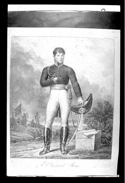 [Retrato de Rafael Riego Nuñez] [Material gráfico]Cuerpo entero, de pie; la mano derecha en el pecho; en la izquierda, que apoya en el sable, sombrero. Al lado, un sillar en que dice:.Constitución 1812..Y sobre el que hay...