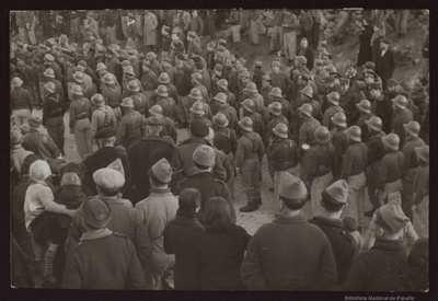 [Soldados republicanos en formación. Desfiles, paradas y revistas][Material gráfico]