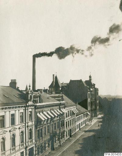 Image from object titled gata, skorsten, rök, hus