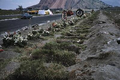 Cementerio colectivo en la carretera a Puebla - Fotografía