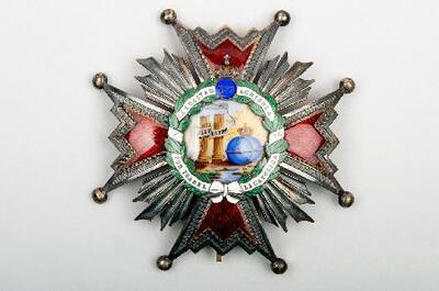 Image from object titled Orden de Isabel la Católica - Medalla