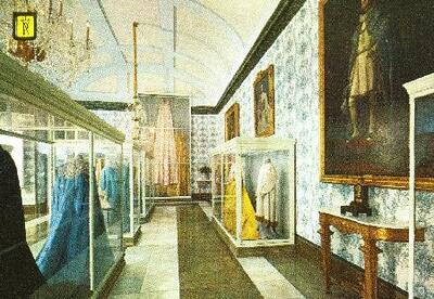 Museo.Sala De Mantos Reales Del Museo De Historia De Trajes De Corte En El