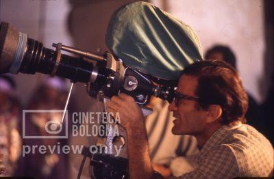 Pier Paolo Pasolini. Il fiore delle mille e una notte. 1974 / Iran: Esfahan, moschea del venerdì, Pasolini gira