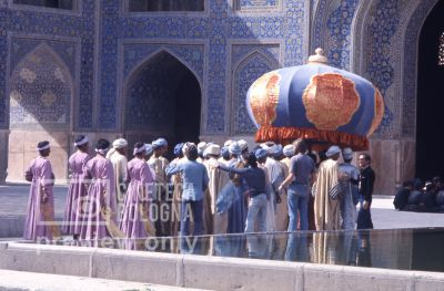 Pier Paolo Pasolini. Il fiore delle mille e una notte. 1974 / Iran, Esfahan, moschea Maden Sha, Pier Paolo Pasolini gira