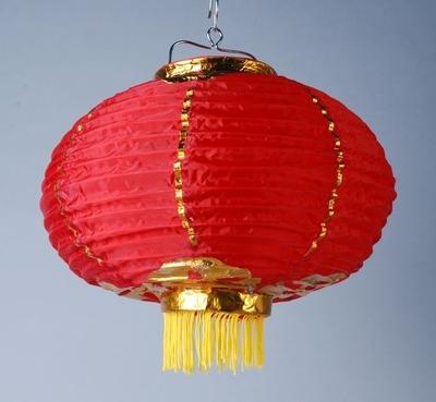 Image from object titled Rode, opvouwbare lamp met franjes, attribuut bij de viering van het Chinese Nieuwjaar