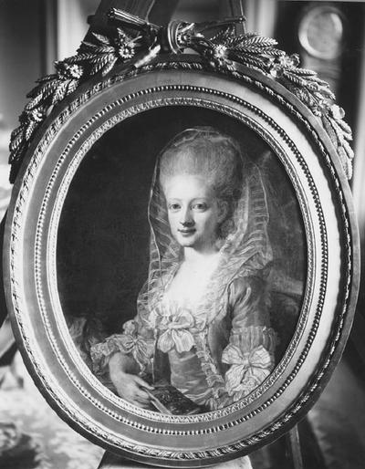Image from object titled Porträtt av okänd kvinna