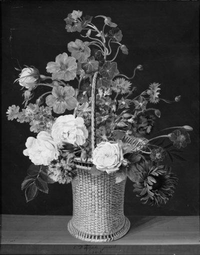 En kurv roser, levkøjer, nasturtier, nelliker og andre blomster