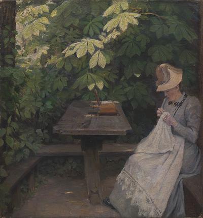 En sommerklædt dame i et lysthus