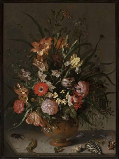 Bukiet kwiatów w wazonie, owady i małe żyjątka