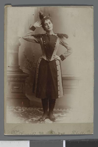 Portret Ireny Bohuss-Hellerowej (1878-1926), śpiewaczki i aktorki, w kostiumie scenicznym