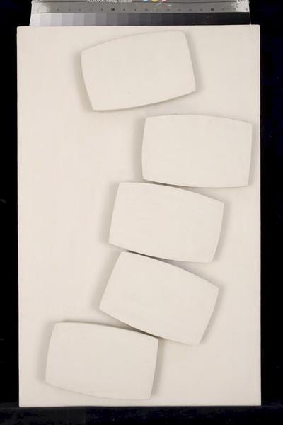 Relief biały