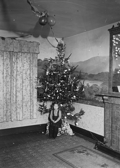 Image from object titled [Christmas tree and little girl]