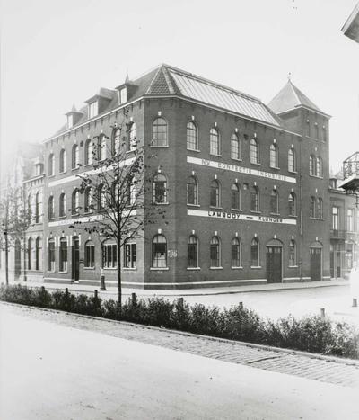 Image from object titled Fabrieksgebouw N.V. Confectie Industrie Lambooy-Klunder, hoek Maaslandstraat, rechts.
