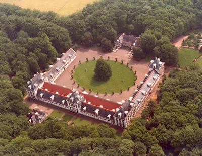 Image from object titled Detailopname Het noo. Koninklijk Park. Koninklijke Stallen oijtuigmuseum. Status: oijksmonument