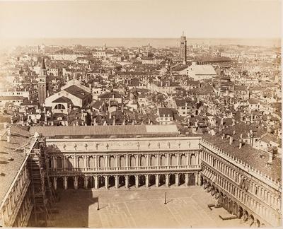 Blick vom Markusturm auf Venedig