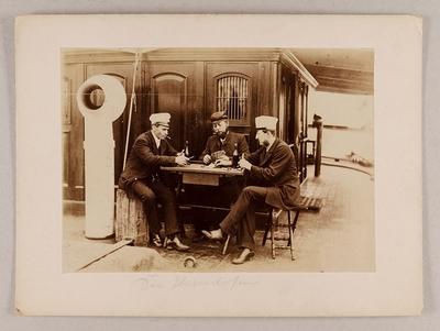 """Image from object titled Kartenspieler """"Die Harmlosen"""" an Deck eines englischen Dampfers"""