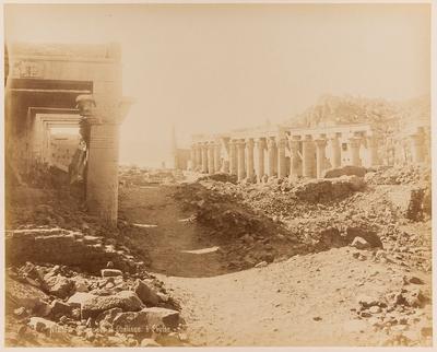 Colonnade et Obélisque à Phylae
