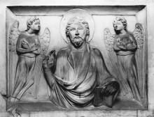 Grabmal des Francesco Moricotti — Sarkophag — Sarkophagschauseite mit Reliefs — Segnender Christus und Engel
