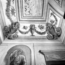 Decken- und Wanddekoration in Grisaille