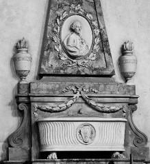 Grabmal Angelo Tavantis — Porträtmedaillon Tavantis