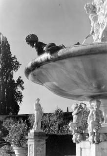 Herkules- und Antäusbrunnen — Untere Brunnenschale