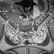 Sturz der Hebe und Aufnahme Ganymeds als Mundschenk — Gemalter Stuckrahmen mit Putti und Kartuschen