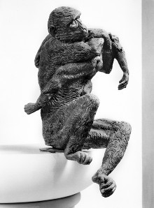 Der Affenbrunnen — Affe mit Jungem