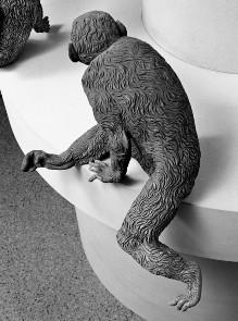 Der Affenbrunnen — Affe mit aufgestützten Pfoten