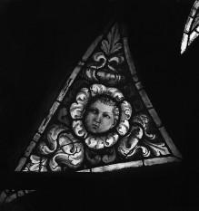 Apsisfenster mit Heiligenfiguren und Engeln — Darstellungen in Zwischenräumen