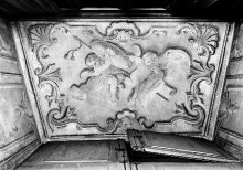 Palazzo Reale —; Zwei Putten mit Posaunen und Schild