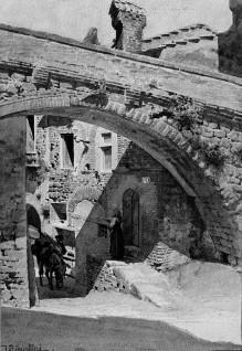Straße und Aquädukt in Perugia