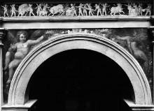 Ausschmückung des Hofes — Freskendekorationen mit Putten, Fabelwesen — Stierjagd; Putten mit Kronen