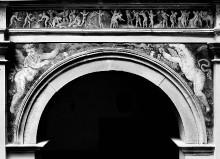 Ausschmückung des Hofes — Freskendekorationen mit Putten, Fabelwesen — Getreideernte; Putten mit Festons