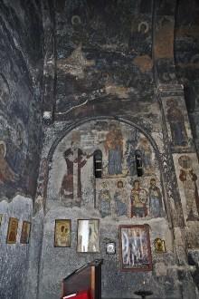 Die Ausmalung der Saalkirche — Eristav Rati Surameli vor der thronenden Madonna mit Kind
