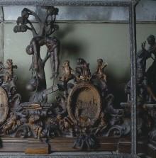 Die Ausstattung der Zweiten Sakristei — Figurative Zierleiste
