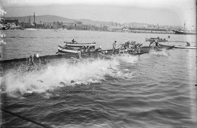 Image from object titled Sortida de la cursa Copa Nadal de natació al Port de Barcelona.