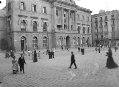 Plaça Sant Jaume i Ajuntament de Barcelona.