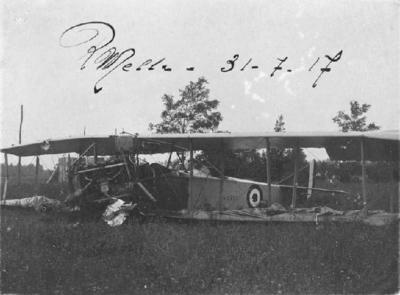 Avió de guerra abatut.