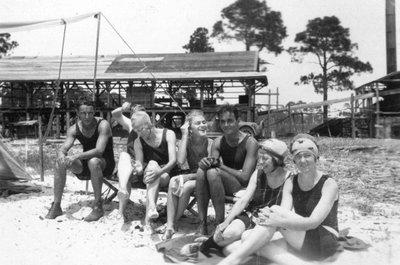 Grup de banyistes a Pass Christian, Estats Units