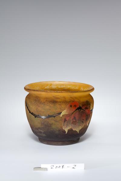 Vase mit Brombeerdekor